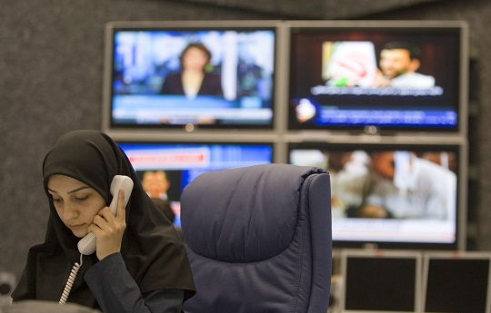 An employee of PRESS TV, Iran's 24-hour English language satellite news channel, works in the newsroom at its Tehran headquarters July 9, 2007. PRESS TV officials have said the channel would seek to take on established players like CNN and BBC World. REUTERS/Caren Firouz (IRAN)
